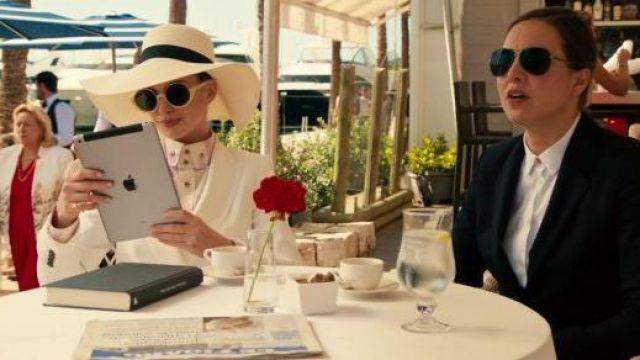 Apple iPad utilisé par Joséphine Chesterfield (Anne Hathaway) dans l'Agitation de La