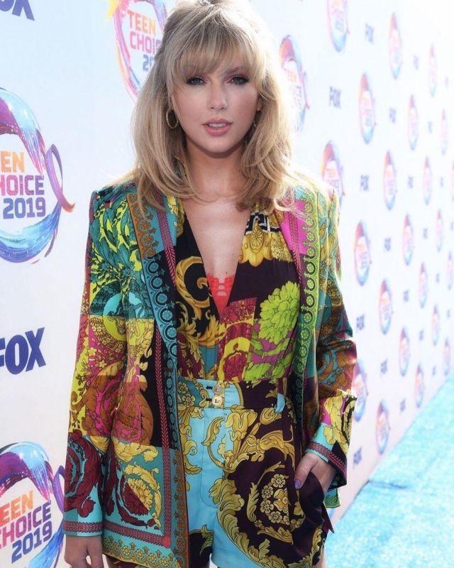 Simone Perele Citadine Demi Tasse de soutien-gorge porté par Taylor Swift Teen Choice Awards, le 11 août 2019