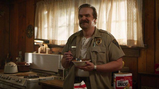 Kellog's Honey Smack Cereal eaten by Jim Hopper (David Harbour) in Stranger Things (S03E02)