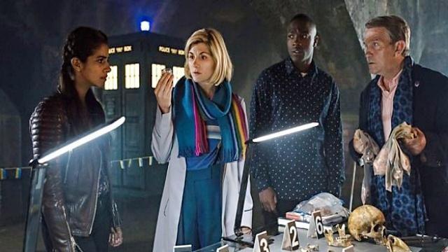 L'écharpe multicolore portée par The Doctor (Jodie Whittaker) dans Doctor Who (S11E10)