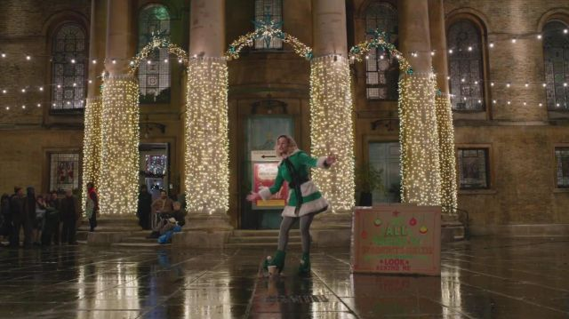 Boots of leprechaun green, Kate (Emilia Clarke) in Last Christmas