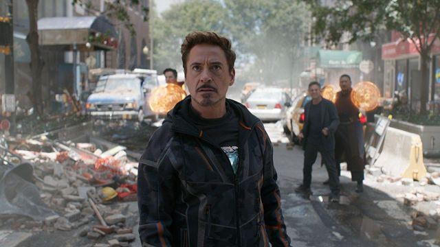 Black hoodie of Tony Stark / Iron Man (Robert Downey Jr.) in Avengers: Infinity War