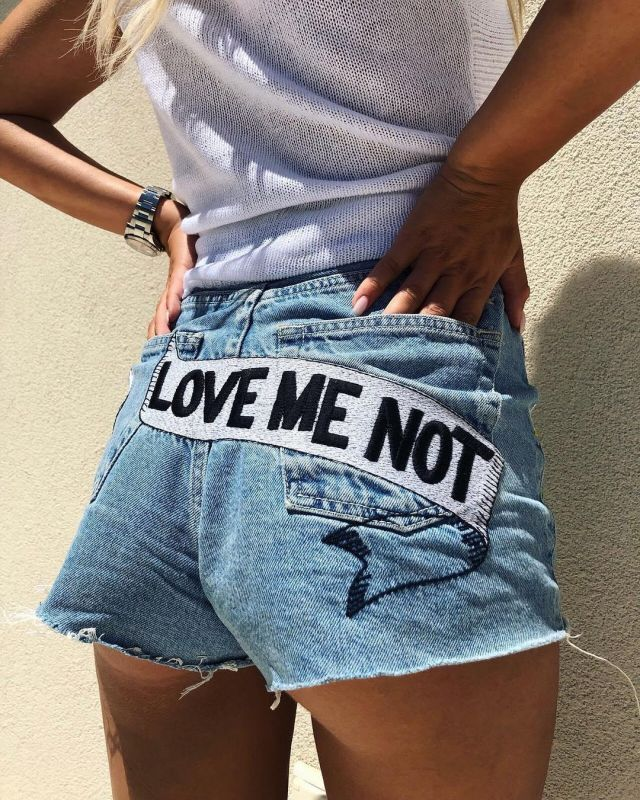 The jean shorts love me not worn by Carla Moreau on the
