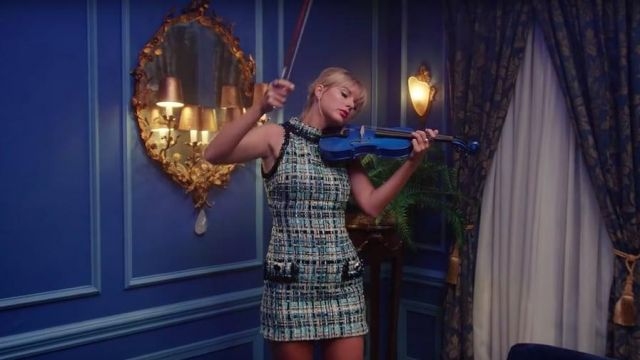 Ornate Gold Mirror of Taylor Swift in the music video Lover