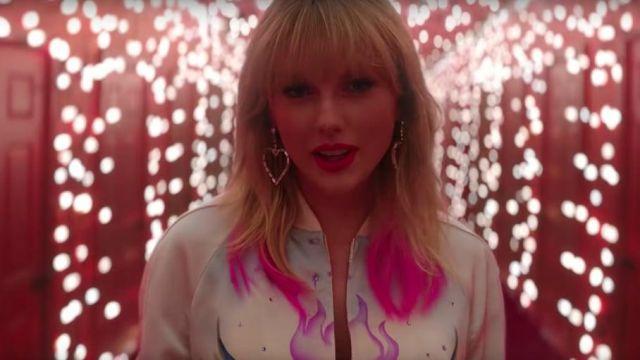 Heart Earrings of Taylor Swift in Taylor Swift - Lover (Music Video)