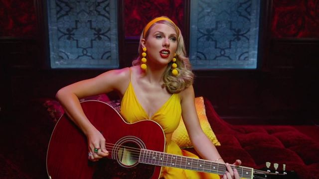 The yellow dress Taylor Swift in the clip, Taylor Swift - Lover