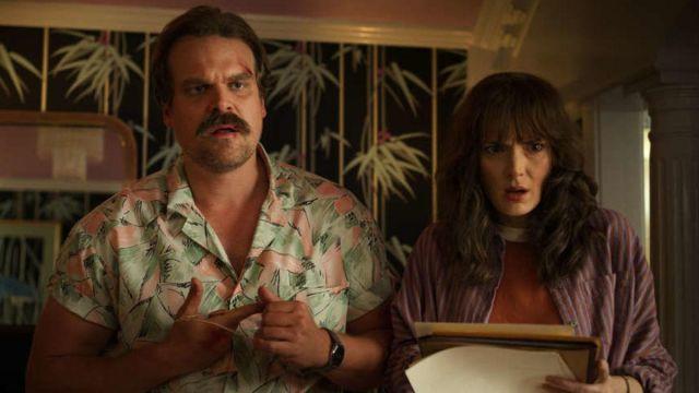 The shirt pattern Jim Hopper (David Harbour) in Stranger Things Season 3