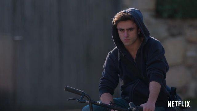 The hoody Samuel García Domínguez (Itzan Escamilla) in Elite (Season 2)
