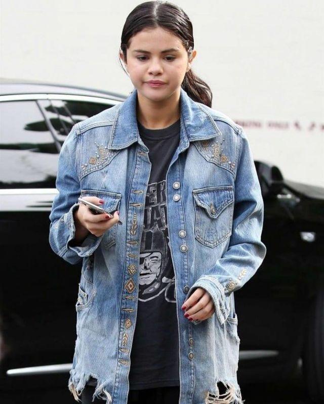 Vintage Raiders d'Oakland t-Shirt porté par Selena Gomez sur Instagram account @amandaeliza49