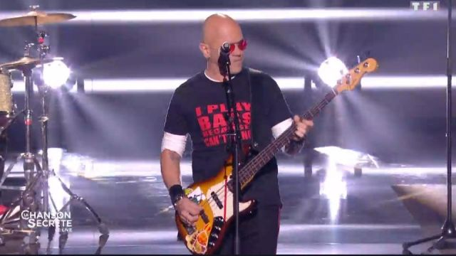 Le t-shirt noir I Play Bass de Pascal Obispo dans La Chanson secrète le 14.09.2019