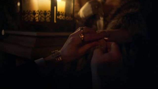 Le bracelet doré de Aberama Gold (Aidan Gillen) dans Peaky Blinders Saison 5 Episode 4