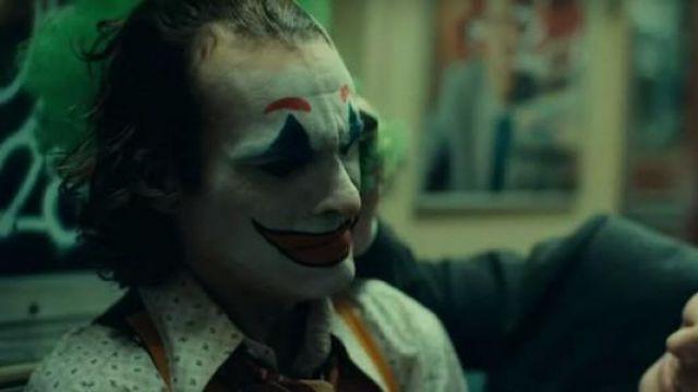 Green Patterned Shirt worn by Arthur Fleck / Joker (Joaquin Phoenix) as seen in Joker