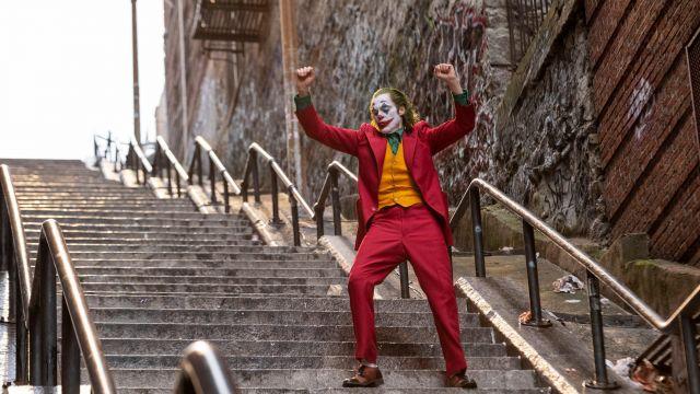 Costume cosplay worn by Arthur Fleck / Joker (Joaquin Phoenix) as seen in Joker