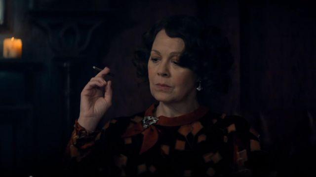 Les boucles d'oreille de Polly Gray (Helen McCrory) dans Peaky Blinders Saison 5 Episode 6