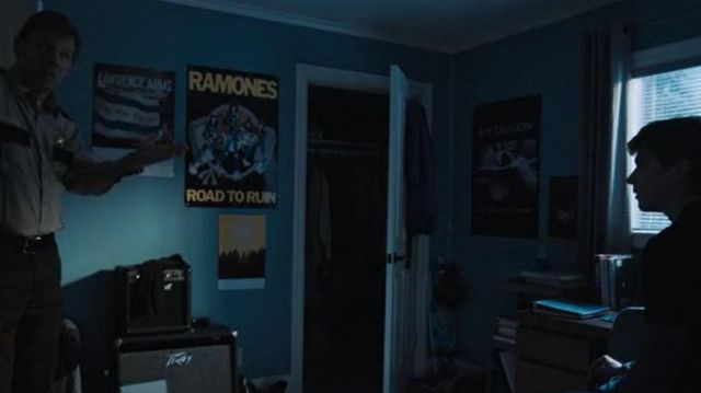 The post ramone in the room of Alex Standall (Miles Heizer) in 13 Reasons Why (S03E01)