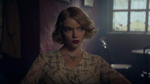 La robe verte en crochet de Gina Gray (Anya Taylor-Joy) dans Peaky Blinders (S05E06)