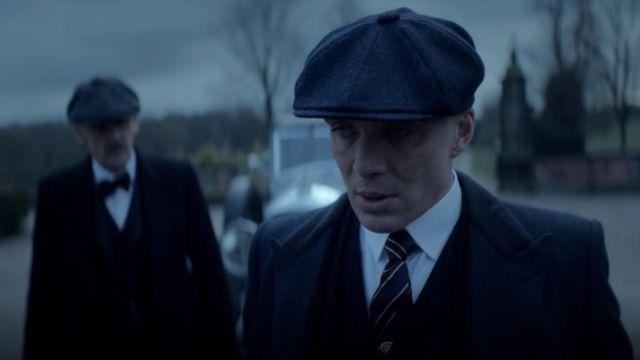 Le manteau en tweed avec col en velours de Tommy Shelby (Cillian Murphy) dans Peaky Blinders (S05E06)