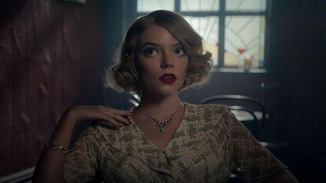 Le bracelet vert de Gina Gray (Anya Taylor-Joy) dans Peaky Blinders (S05E06)