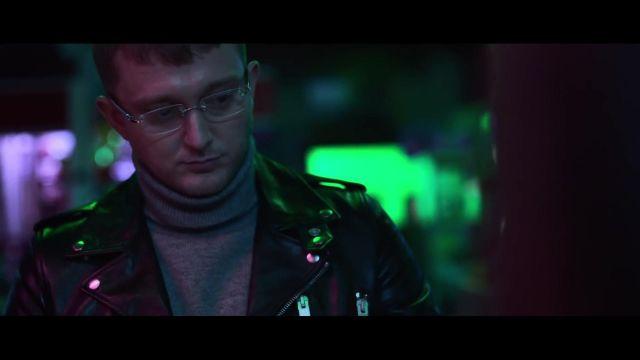 Le col roulé gris de Vald dans le clip Vald - Journal Perso 2 (clip officiel)