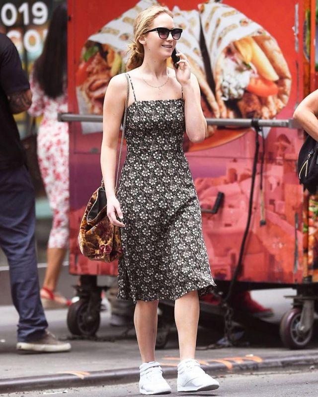 Hvn Jardin Noir Nora Robe portée par Jennifer Lawrence la Ville de New York, le 3 octobre 2019