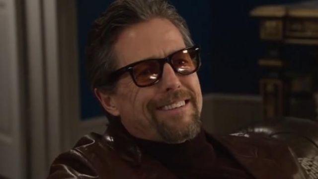 Les lunettes de soleil fumées marron de Fletcher (Hugh Grant) dans The Gentlemen