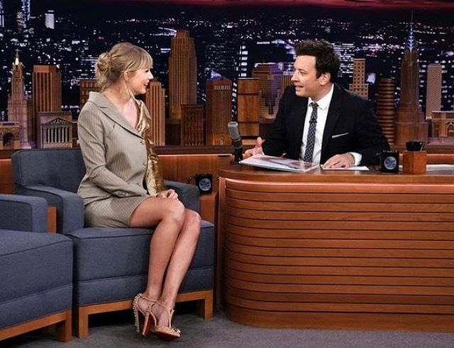 Christian Louboutin Goldostrap Pompes porté par Taylor Swift, The Tonight Show avec Jimmy Fallon, le 3 octobre 2019