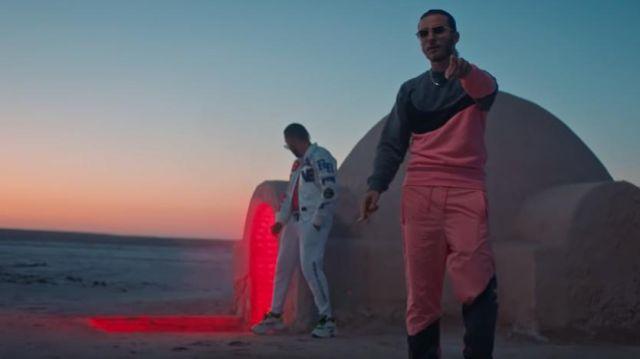 Le pantalon de jogging Nike rose et gris porté par RTM de D.T.F dans DTF - Veni Qui [Clip Officiel]
