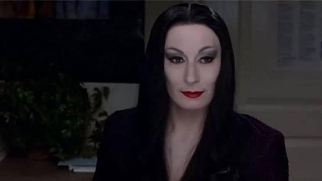 The Wig Morticia Addams Anjelica Huston In The Addams Family Spotern