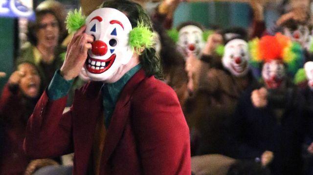 The Clown mask of Arthur Fleck (Joaquin Phoenix) in Joker
