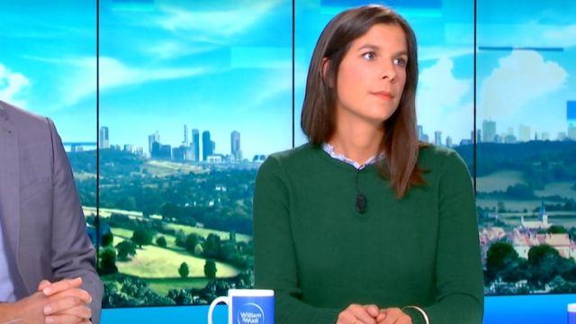 The green sweater superimposed Raphaële Marchal in William at noon the 17.10.2019
