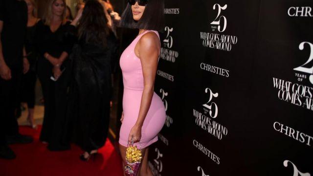 Sac frite zn. cristal  porté par Kim Kardashian dans la série L'incroyable Famille Kardashian