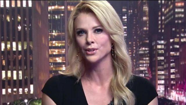 Les boucles d'oreilles trois anneaux de Megyn Kelly (Charlize Theron) dans Scandale