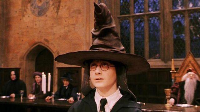 Le choixpeau magique dans Harry Potter à l'école des sorciers