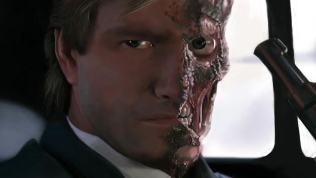 Le masque de two face (Aaron Eckhart) dans The Dark Knight Rises