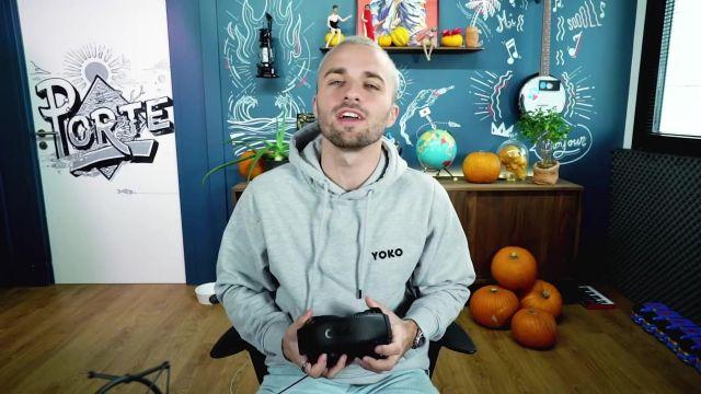 Le sweatshirt à capuche gris Yoko porté par Squeezie dans la vidéo C'était dangereux mais j'ai réussi