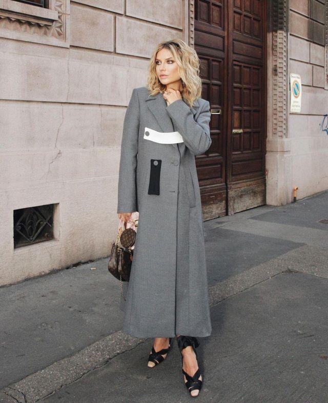 Ssheena grey long coat of Veronica Ferraro on the Instagram