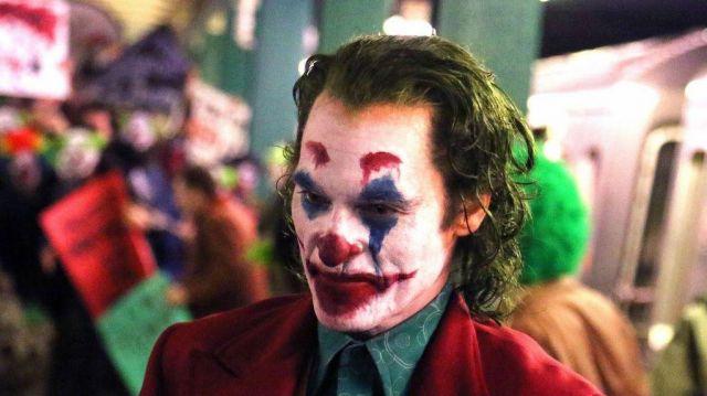 The wig worn by Arthur Fleck (Joaquin Phoenix) in the film Joker