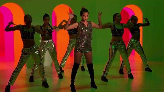 De hautes bottes en noir porté par Selena Gomez dans son Regard À Elle Maintenant de la musique de la vidéo