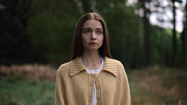 Yellow Collar Cardigan worn by Alyssa (Jessica Barden) in The End of the F***ing World (Season 2)