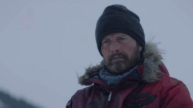 Polaire Bonnet porté par Overgård (Mads Mikkelsen) comme on le voit dans l'Arctique