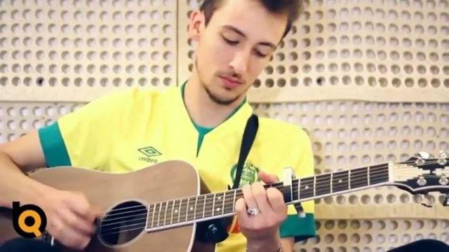 Le maillot du FC Nantes porté par Vincent Duteuil sur le compte Instagram de @therapietaxi