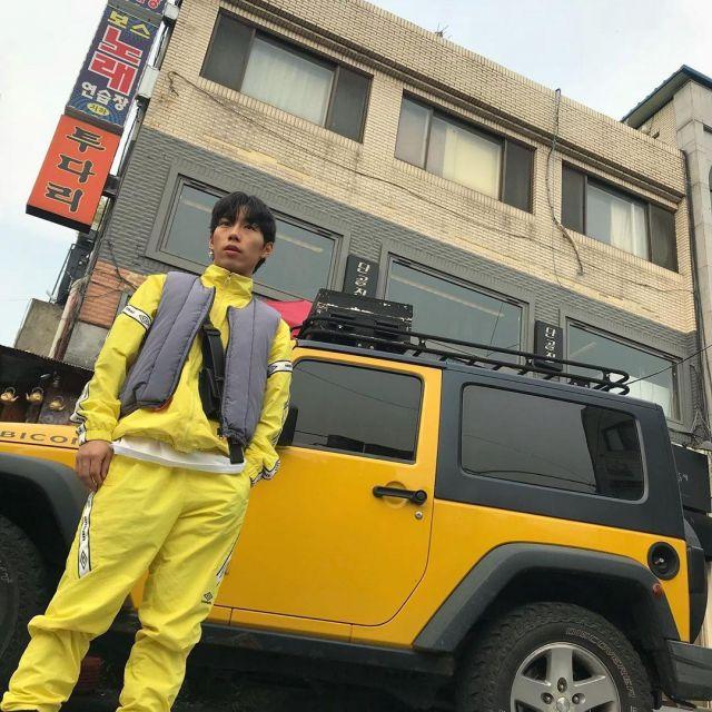 Veste de survêtement jaune Umbro portée par Koosung J sur le compte Instagram de @koosungjung