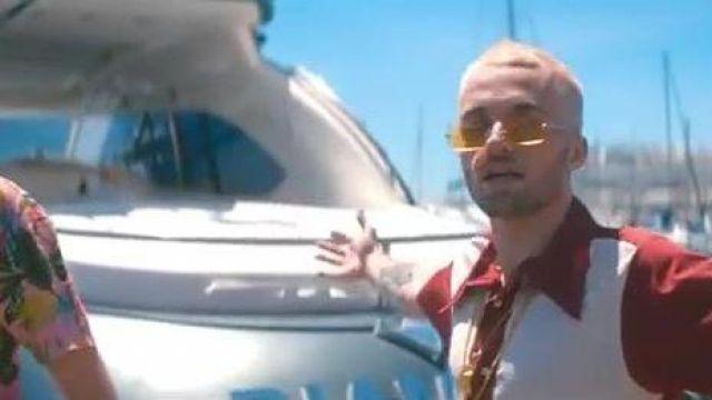 Les lunettes de soleil monture carrée et verres jaunes que porte Squeezie dans son clip Bye Bye feat. Joyca