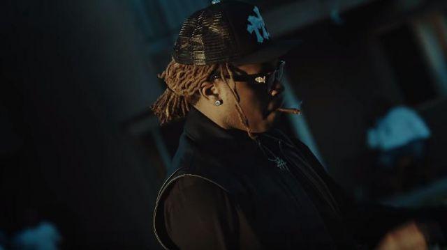 Chrome Hearts Black Trois Croix Blanches Patch Noir Trucker Hat de Gunna dans la vidéo YouTube Roddy Ricch - Début Wit Me (feat. Gunna) [Official Music Video]