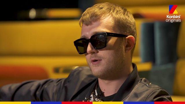 Les lunettes de soleil Saint Laurent de Vald dans son Interview Konbini