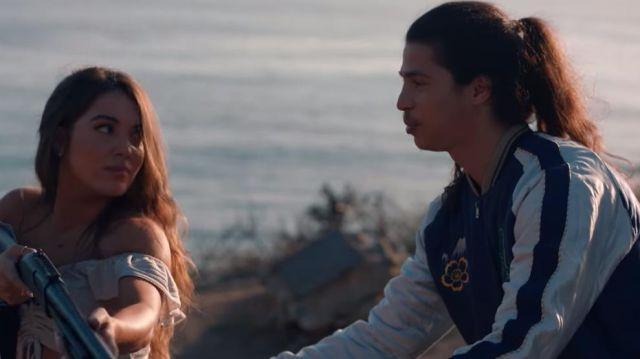 La veste bomber bleu et blanc Lacoste de Moha La Squale dans son clip Santa Monica