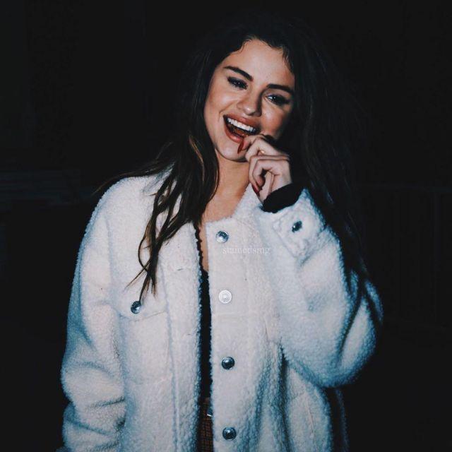 American Eagle Faux Sherpa Trucker Jacket porté par Selena Gomez Complexcon 2 novembre 2019