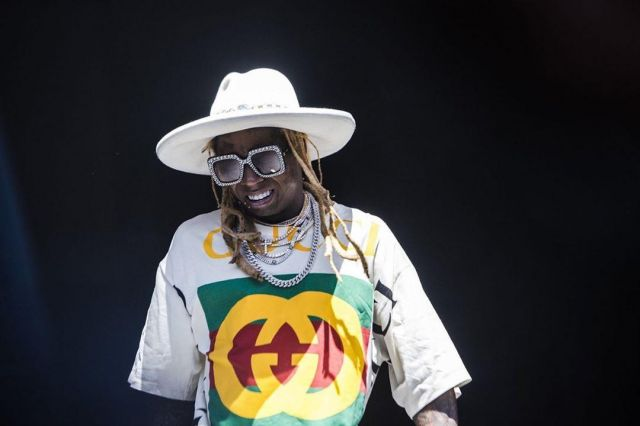 Gucci Over­sized Lo­go Print White Shirt of Lil Wayne on the Instagram account @setlist.fm