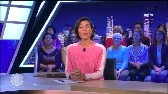 Le pull rose à bandes de Alessandra Sublet dans C'est Canteloup le 07.11.2019
