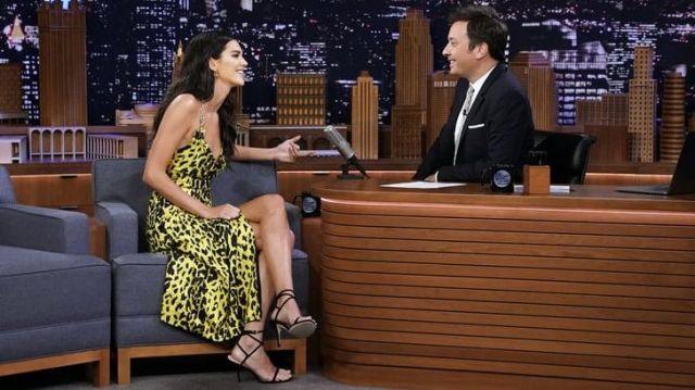 Stuart Weitzman Merinda Sandales portées par Kendall Jenner dans Le Tonight Show Starring Jimmy Fallon